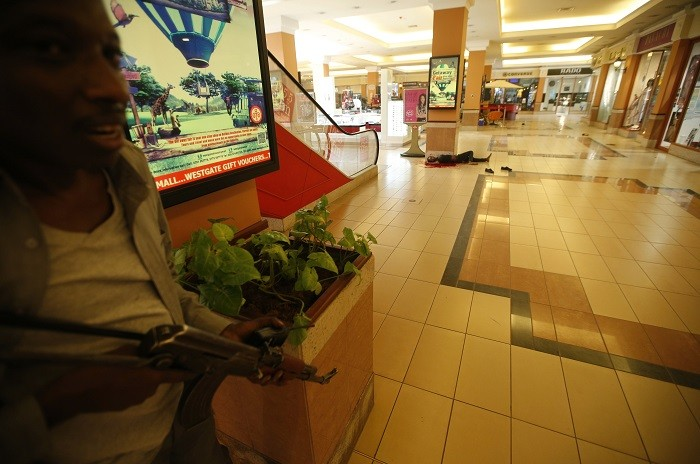 410839-armed-police-search-westgate-shopping-mall-nairobi[1]