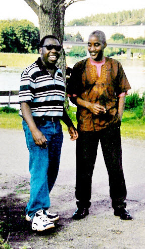 Karundi Mathenge (Right) with Man Nzoro at a Nyama Choma beat in Fitja Beach in them dayz. May his soul rest in eternal peace.